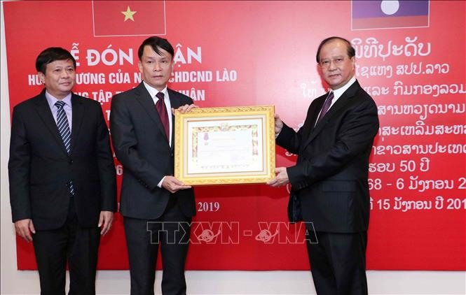 Vietnam News Agency receives Lao noble orders - Politics
