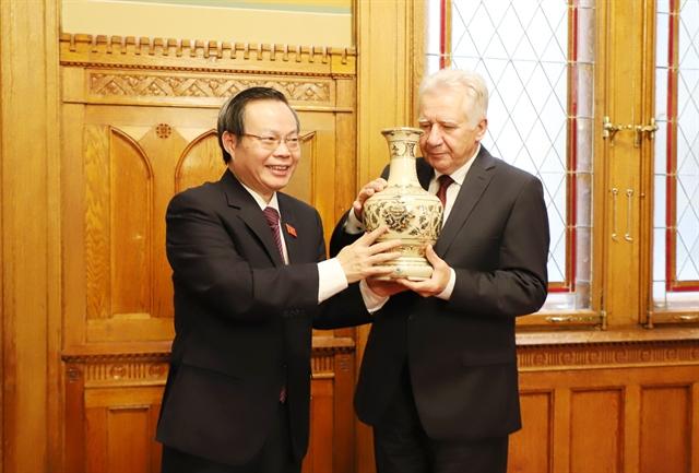 NA Vice Chairman Phùng Quốc Hiển visits Hungary