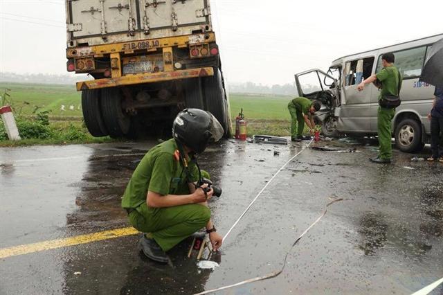 Three die 10 injured inQuảng Ngãi road accident