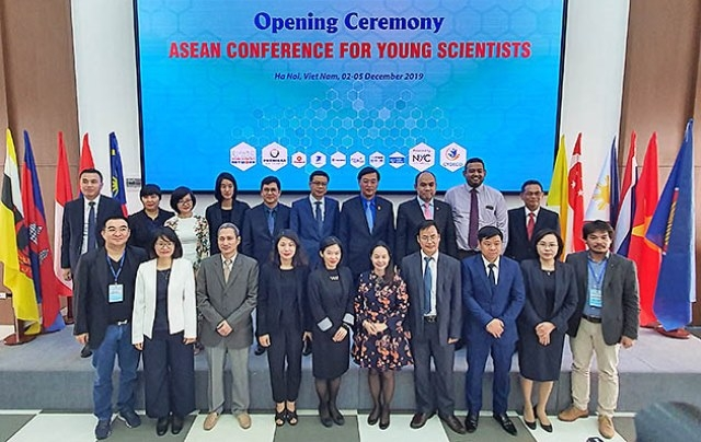 Young scientists discuss sustainable development in ASEAN