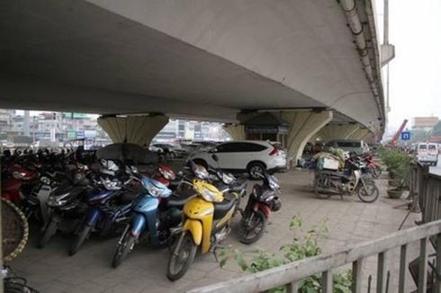 Hà Nội asks for approval for parking lots under bridges