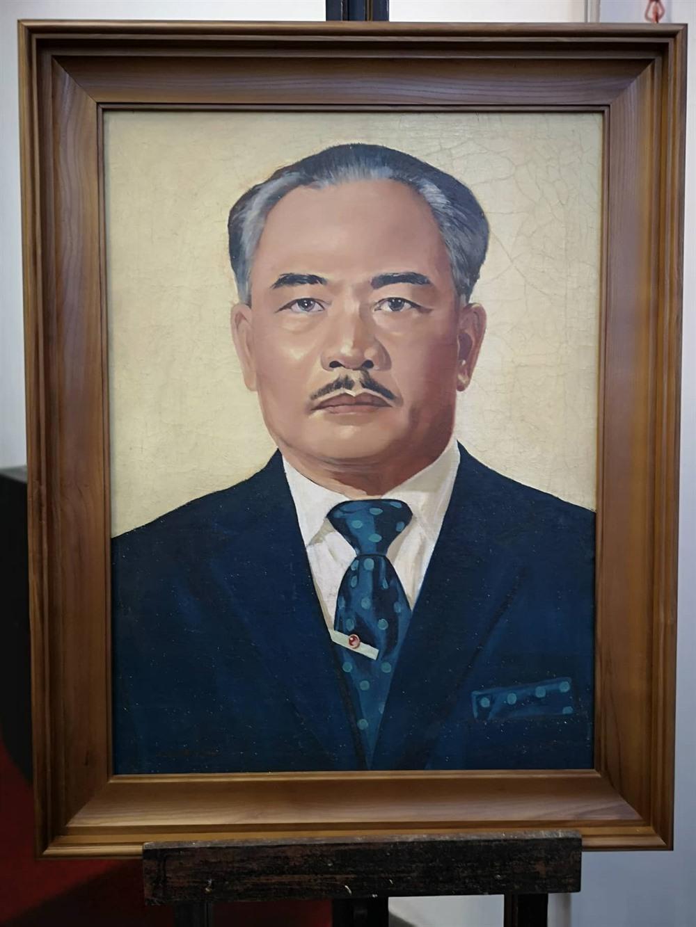 VN art museum helps restore Lao museums paintings