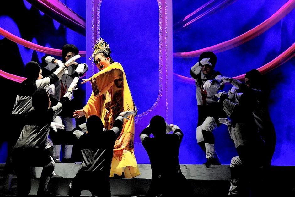 HCM City theatre troupes preserve tuồng