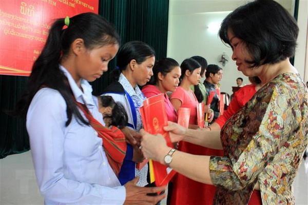 Lao nationals gain Vietnamese citizenship