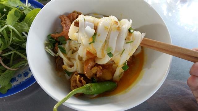 Handmade mỳ Quảng noodles keep Phú Chiêm going strong