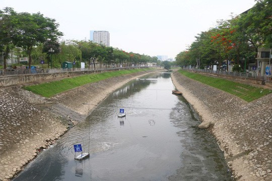 Water discharge sweeps away good microbacteria on Tô Lịch River