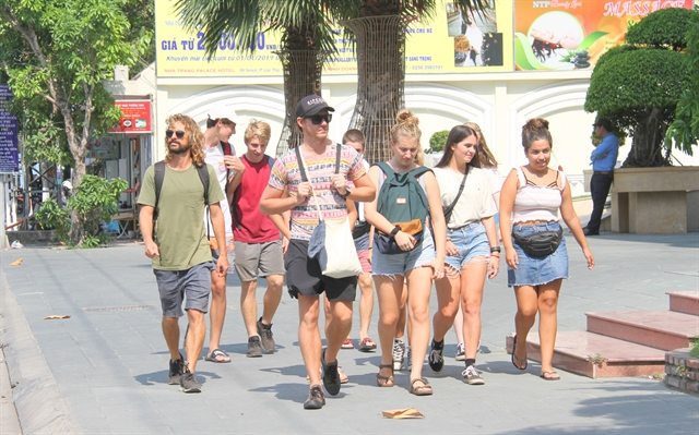 VN needs to extend further visa exemption policy for tourists
