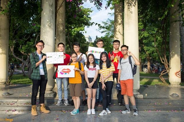 Free hugs in Hà Nội