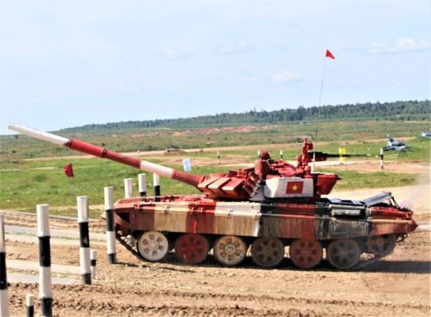 Việt Nam ranks second in tank biathlon at Army Games