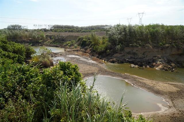 Quảng Trịs Vĩnh Phước River on the verge of drying up