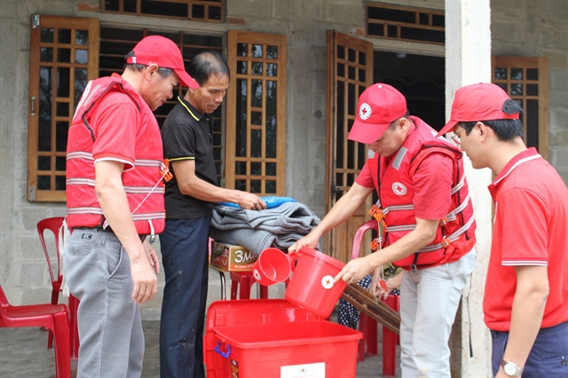 Việt Nam Red Cross provides its third emergency aid to flood victims in central region