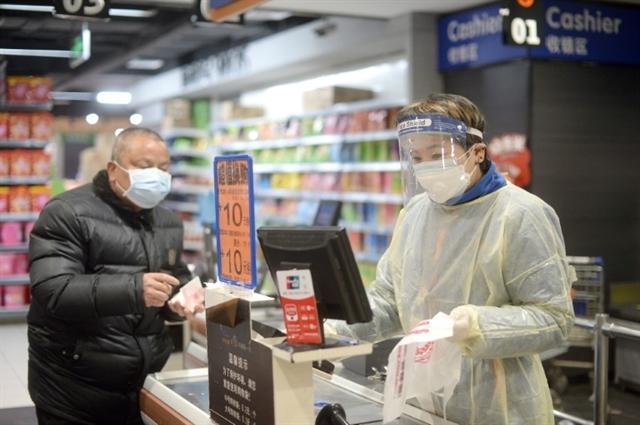 China virus toll passes 1000 as Xi visits frontline hospital