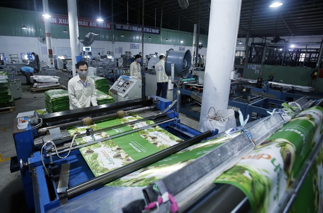 Vietnamese enterprises must improve capacity to adapt to COVID-19s impacts: official
