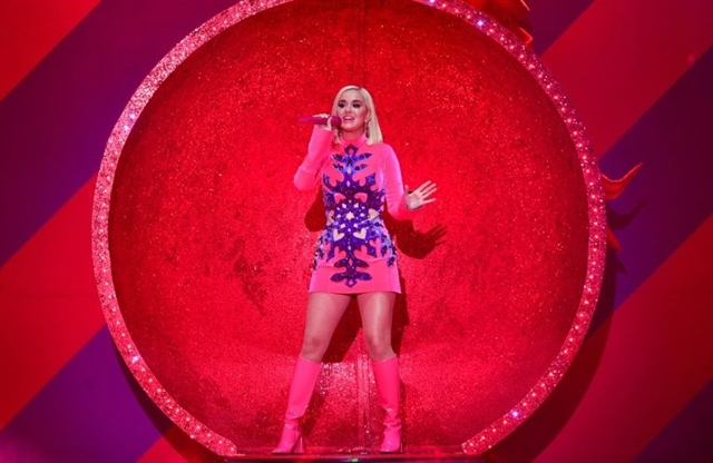 Surprise Katy Perry reveals pregnancy in latest music video