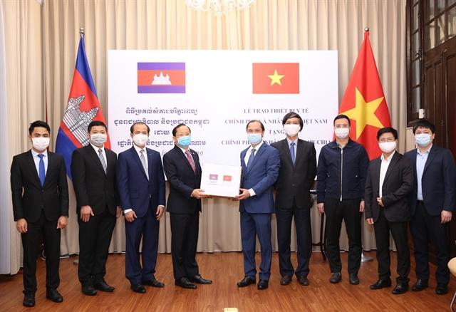 COVID-19: Việt Nam presents medical equipment to Laos Cambodia