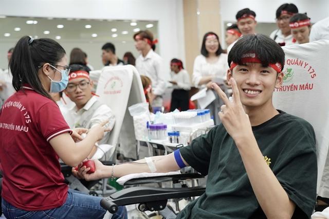 Amway Vietnam staffs donate blood
