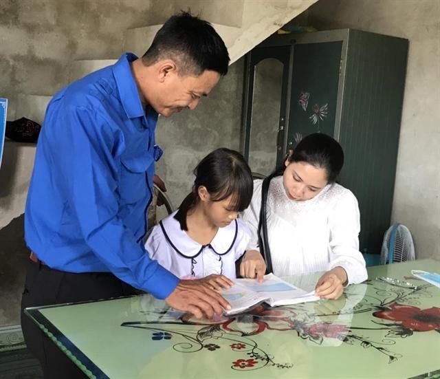 Quảng Trị Youth Union helps poor kids stay in school