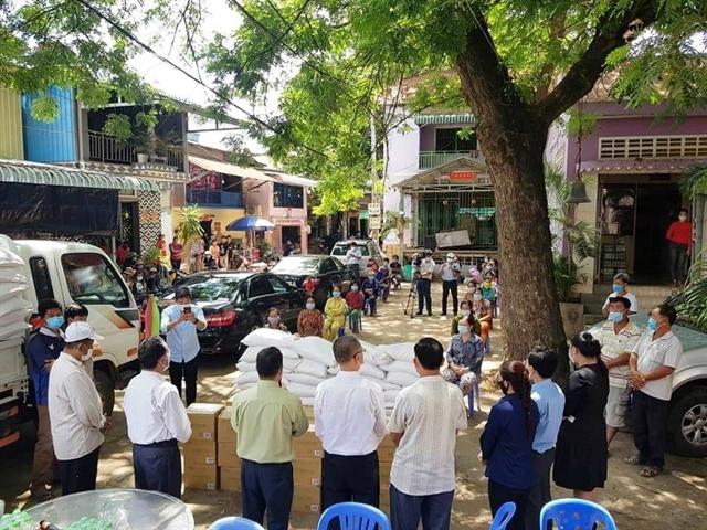 Vietnamese people aid Cambodia in COVID-19 fight