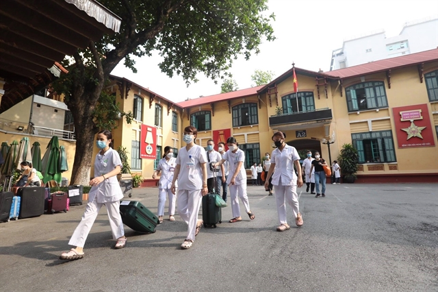 300 healthcare workers 8 tonnes of medical supplies make trip from Hà Nội to HCM City