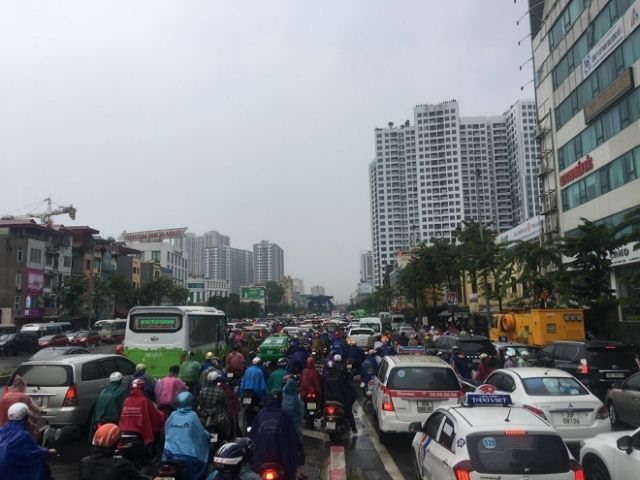 High-rise apartments trigger Hà Nội traffic hotspots