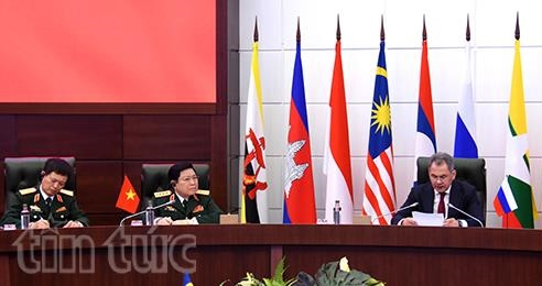 Vietnam calls for stronger intl links to tackle global security challenges