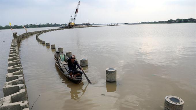 Delta tourism project altering river