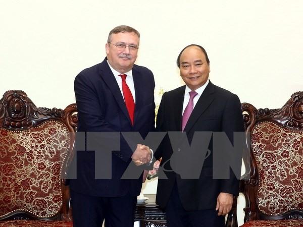 Prime Minister hosts Hungarian Japanese ambassador
