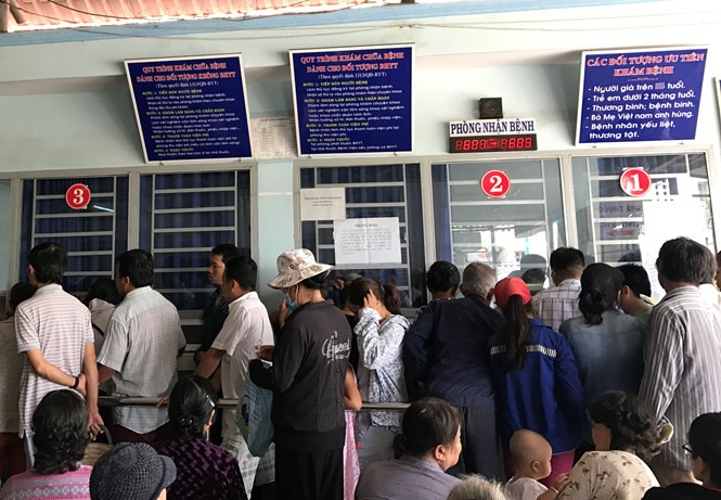 Overcrowding strains HCMC hospitals doctors