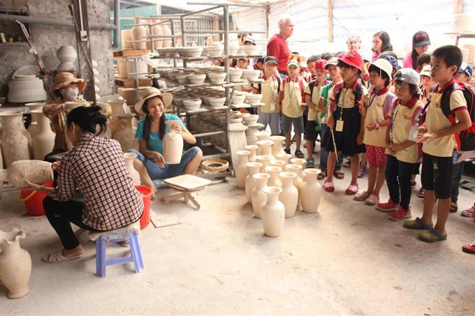 Hà Nộis craft villages lack skilled labourers
