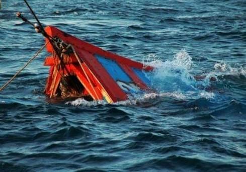 Team set up to salvage sunken fishing ship offshore Bà Rịa-Vũng Tàu