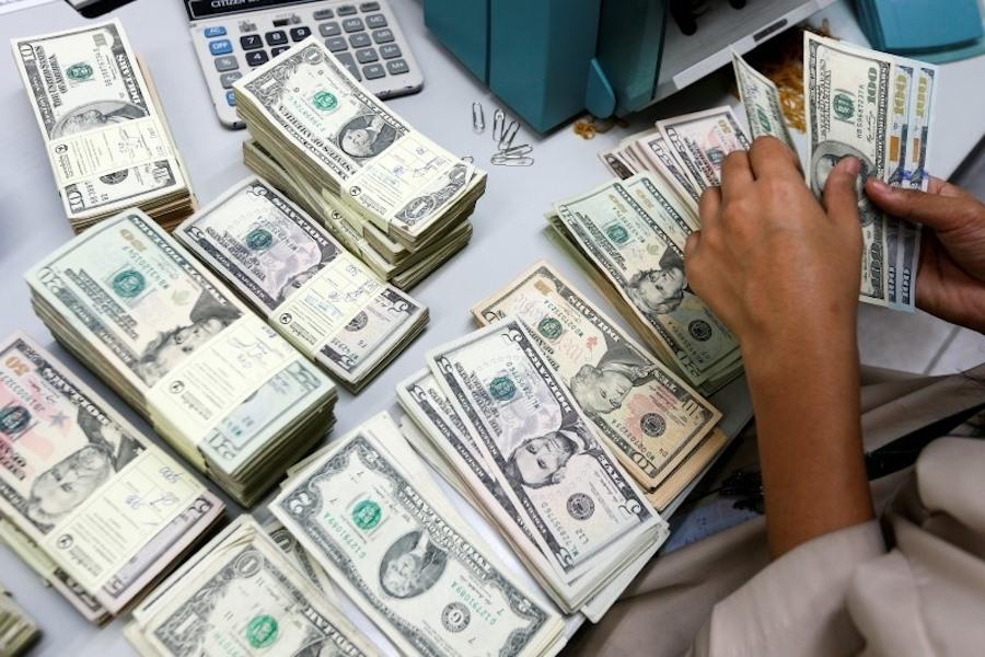 Việt Nams central bank seeks to weaken currency