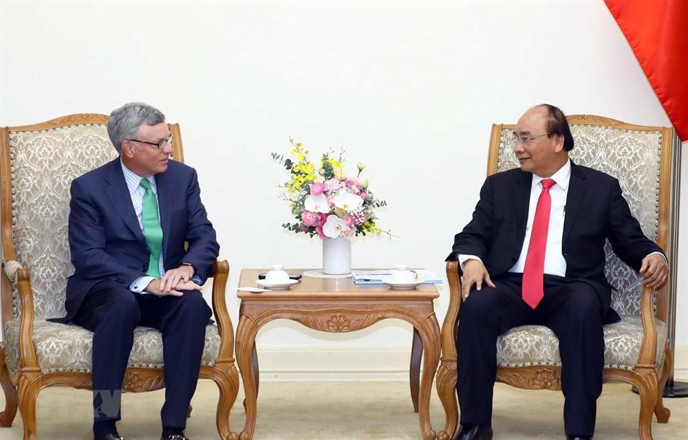 Government leader hosts Visa CEO