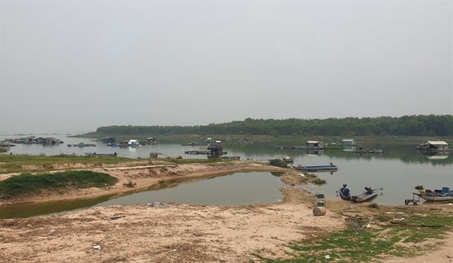 Households aroundDầu Tiếng Lake polluting water