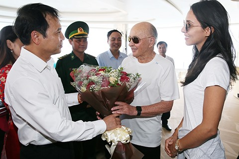 British billionaire Joe Lewis visits Hạ Long Bay