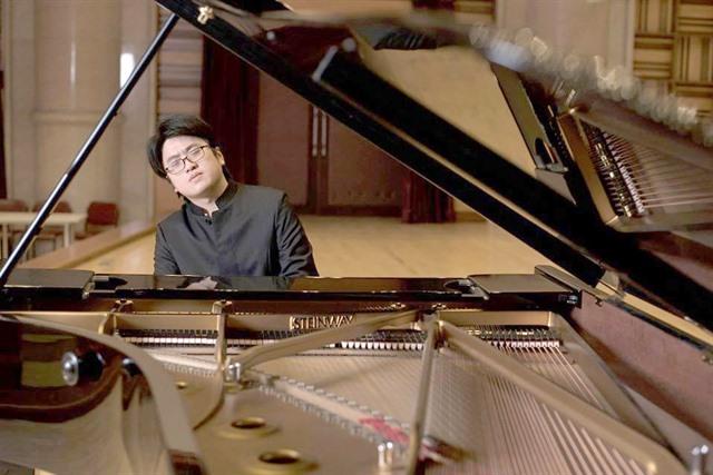 Viet Nams piano men to play duet
