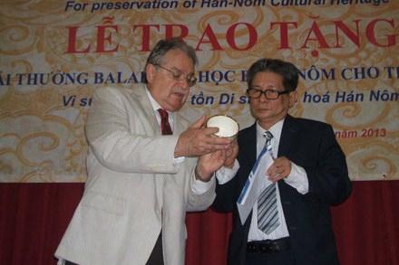 Professor wins calligraphy award