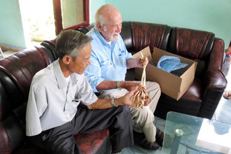 Arm returns to Vietnam from America