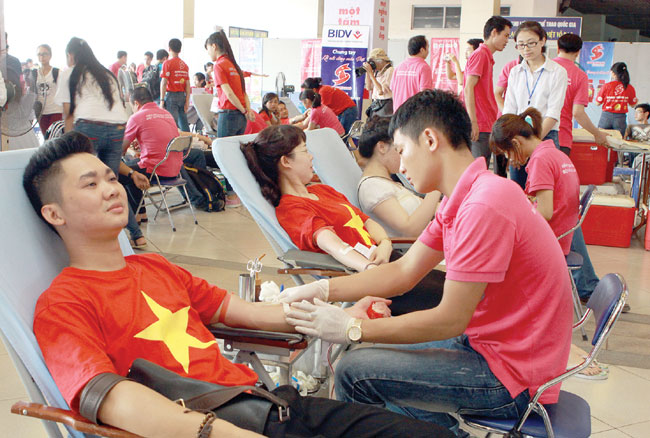 Donors give blood on Red Sunday