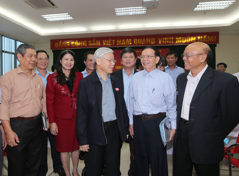 Party chief meets with Ha Noi residents ahead of NA meeting
