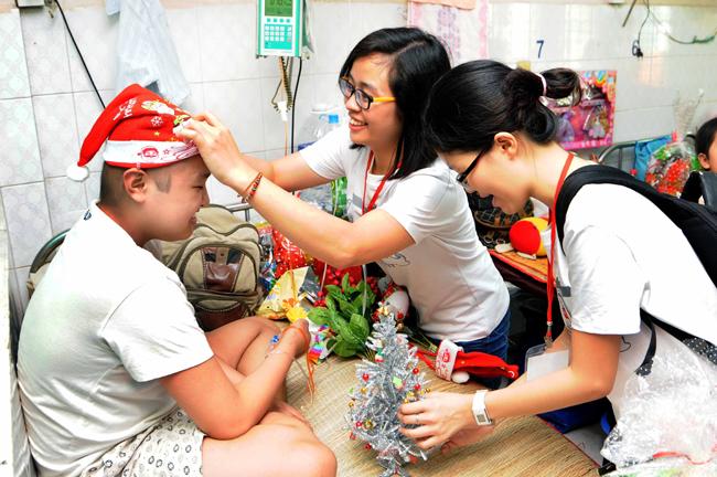 Help-Portrait Viet Nam volunteers spread joy