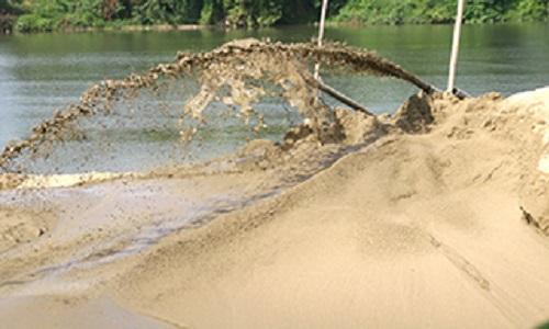 Ha Long Bay sand mining boats seized