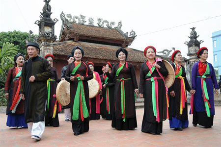 FVH offers history lesson in Vietnamese music