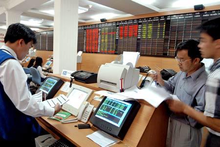 Few brokers record H1 profits