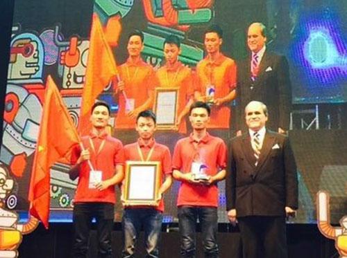 Viet Nams team wins Robocon contest 2015
