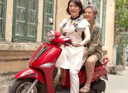 New adventure: Japanese actresses Matsuzaka Keiko and Kuramura Reiko filmed as protagonists Misao and her mother in the film Blowing in the Wind of Viet Nam.