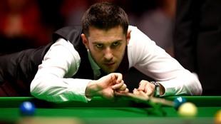 Champion Selby Fu Hawkins into last eight