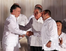 Colombia FARC leaders sign historic peace deal