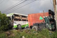 Crash kills two injures 17