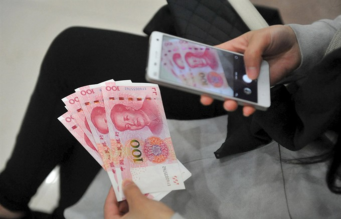 Chinas yuan sinks to six-year low after central bank drops midpoint