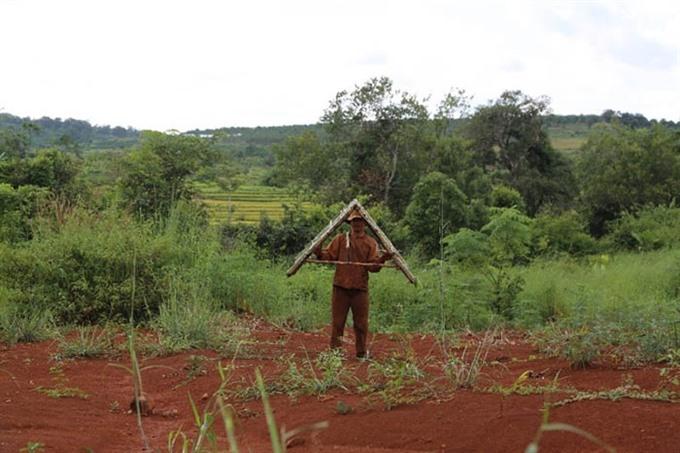 Artist presents Central Highlands culture